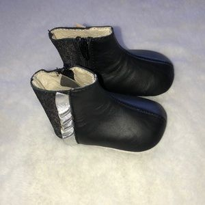 Robeez black boots 0-3 months
